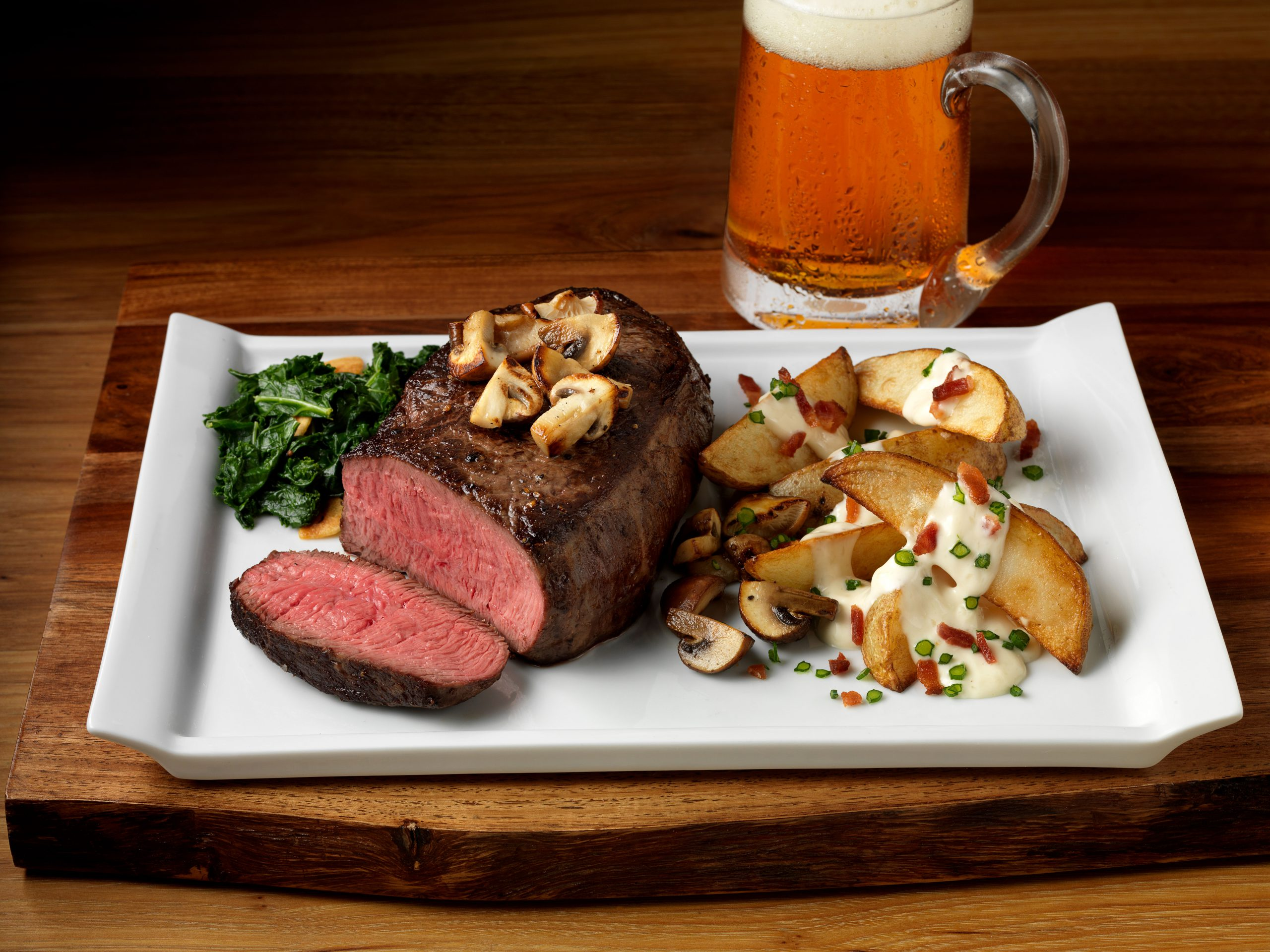 Natural Tenderloin Steak with Mushrooms and potato side